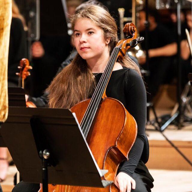 Anna-Maria LIPOLIT, membre de l'Orchestre des Lycées français du monde